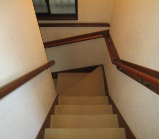 3.分割が2箇所ある180度曲がりの階段に設置